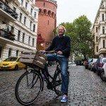Rutger van de Pol verkoopt tweedehands Nederlandse fietsen in Berlijn