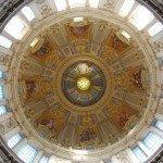 Hoe de Duitse kerk invloed koopt