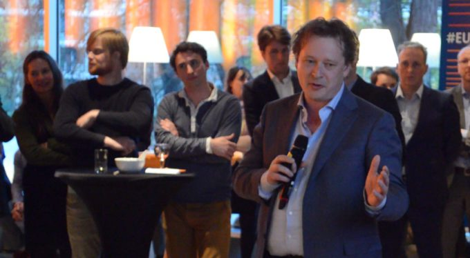 Jeroen Bos pitcht Logis.P op de Dutch Digital Health Night. Foto: Janneke Koster