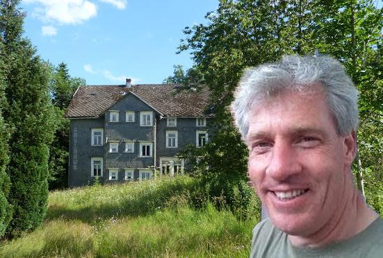 Frank Scholten kocht een vervallen Duits hotel als klusproject.