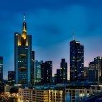 Duitsland overweegt fusie crisisbanken Deutsche Bank en Commerzbank